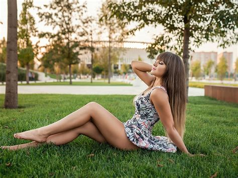 Wallpaper Girl sit on the grass, trees 2560x1600 HD