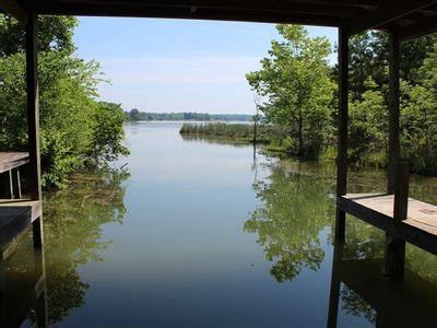 Lakefront Ranch, close in Chattanooga, Double Covered Boat