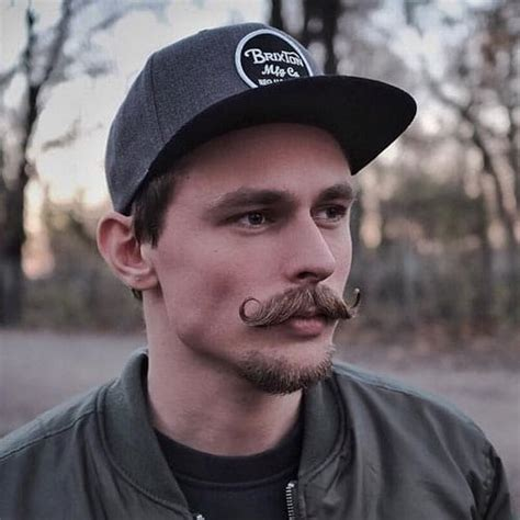 15 Top Mexican Mustache Styles (2021 Guide)