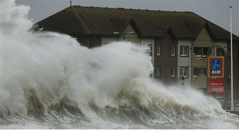 Huge waves and flooding in Scotland - ITV News