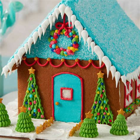 How to Pipe Icicles on a Gingerbread House | Wilton