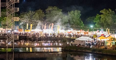 This is what Toronto's huge Waterfront Night Market looks like