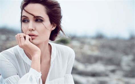 Sexy Angelina Jolie Beauty Tips, Fitness Routine & Diet